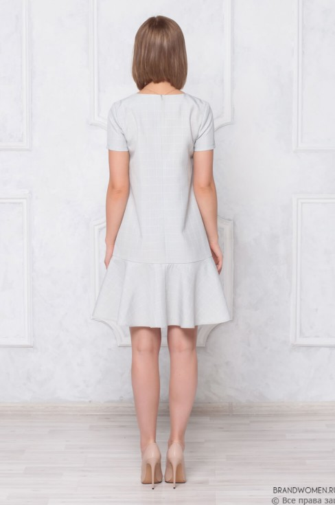 Платье-мини воланом и коротким рукавом
