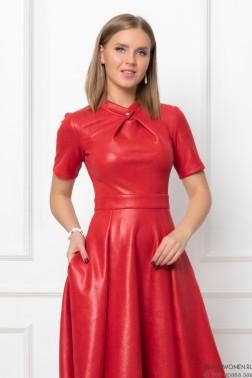 Платье длины миди с кнопкой на воротнике