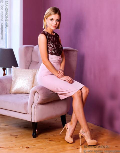 Платье футляр цвета пыльной розы с кружевом