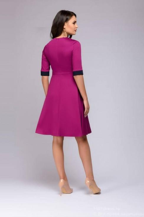 Платье мини с цветным поясом