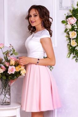 Платье длины мини с фатином на юбке