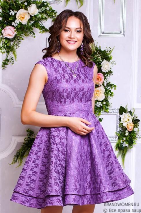 Платье длины мини с пышной юбкой