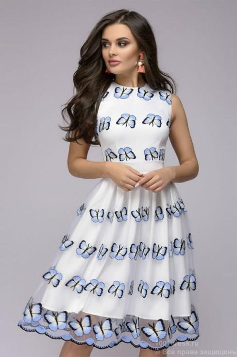 Белое платье с вышивкой