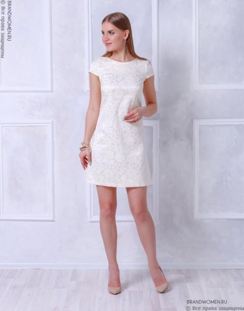 Платье длины мини с вырезом на спинке