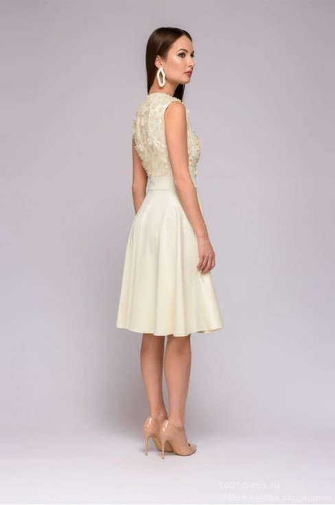 Платье-миди с объемными цветами
