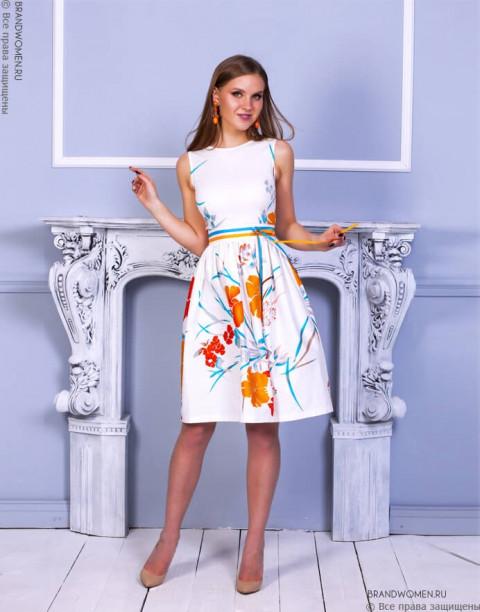 Платье длины миди с яркими цветами