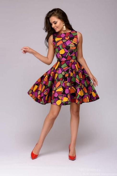 Разноцветное платье-мини с пышной юбкой