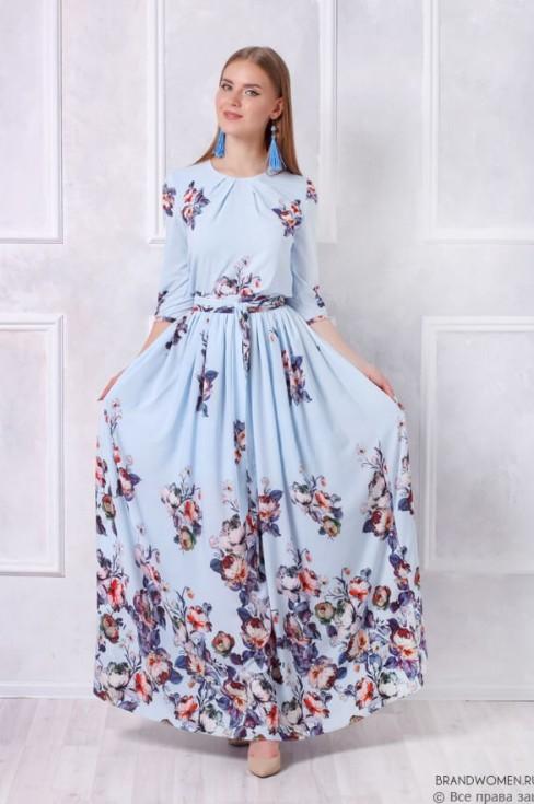 Голубое платье-макси с цветочным принтом