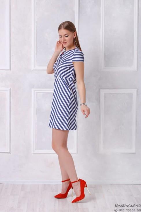 Платье-мини в необычную полоску