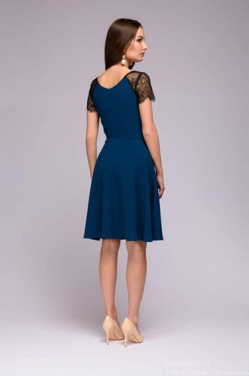 Платье цвета морской волны с кружевными рукавами