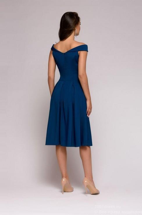 Платье с пышной юбкой и открытыми плечами