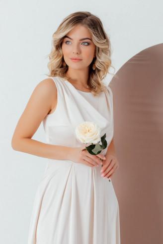 Платье-макси с оригинальной драпировкой
