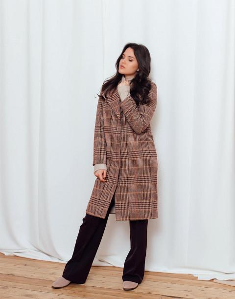 Пальто в клетку с отложным воротником и поясом