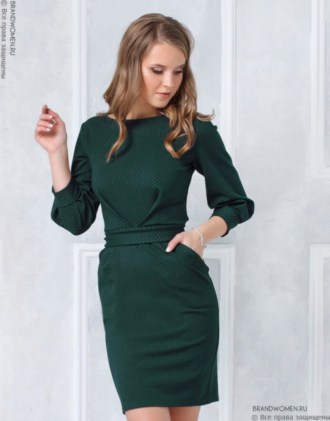 Трикотажное платье с защипами на талии