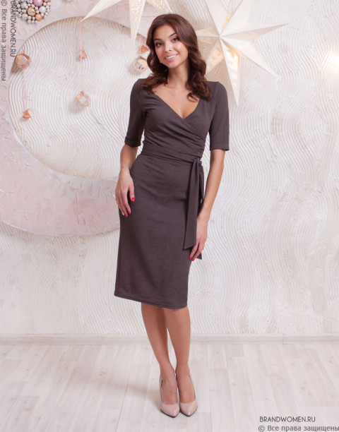 Трикотажное платье-мини с V-образным вырезом