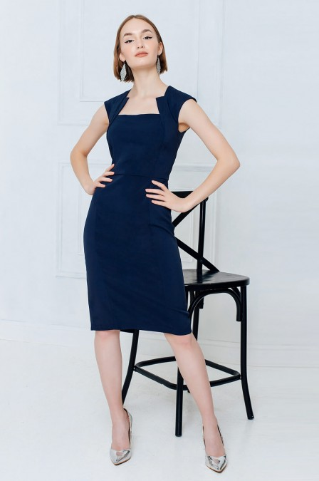 Платье-футляр с абстрактным вырезом