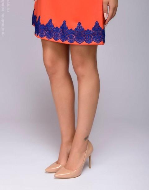 Платье свободного силуэта с кружевной отделкой