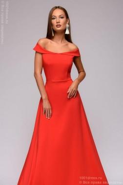 Платье в пол с открытыми плечами