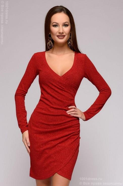 Платье-мини с блеском и глубоким декольте