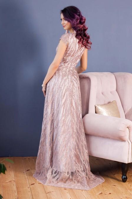 Вечернее платье-макси со шлейфом