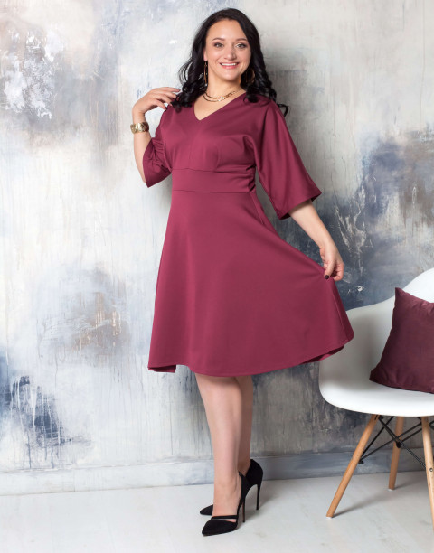 Платье с V-образным вырезом и втачным поясом