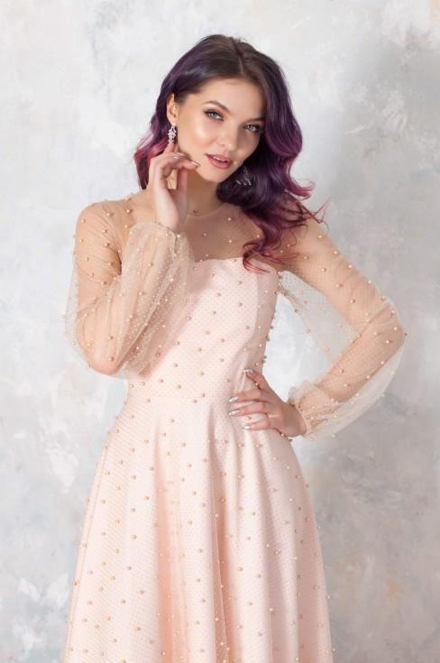 Платье-макси с фатином и шнуровкой на спине