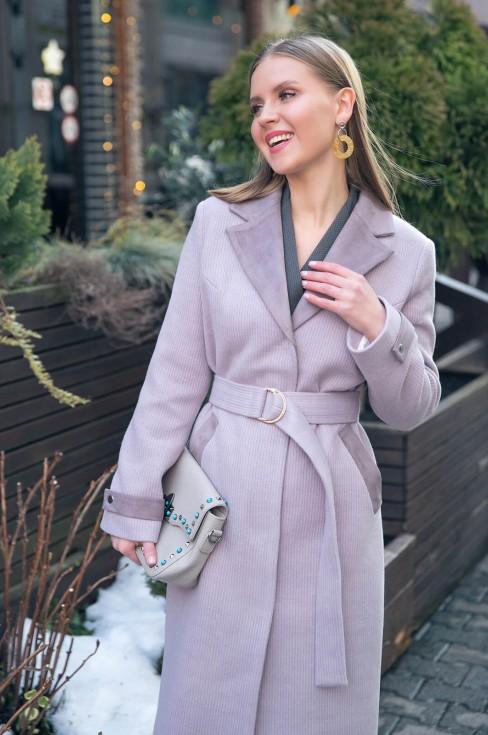 Пальто с замшевой отделкой, поясом и карманами