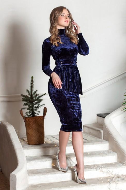 Платье-футляр из бархата с баской