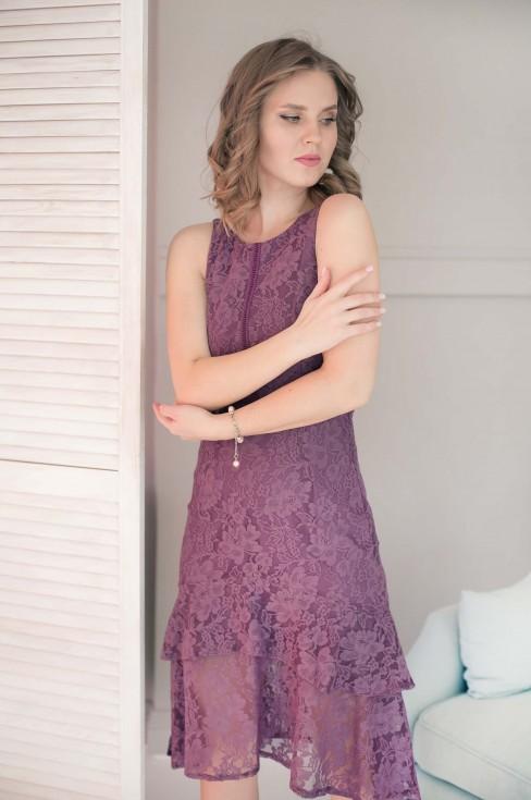 Кружевное платье-миди без рукавов