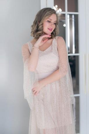 Платье-макси со стразами и разрезами на рукавах