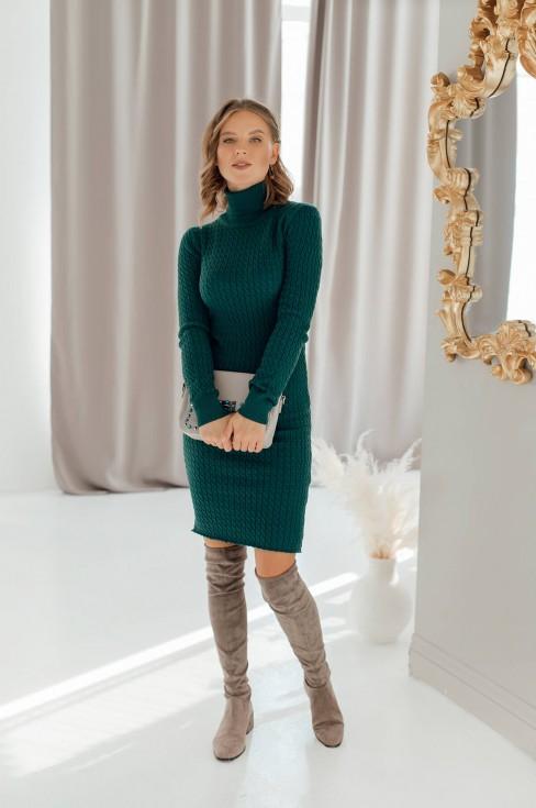 Вязаное платье-водолазка