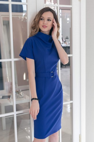 Платье-футляр с цельнокроенным рукавом и поясом
