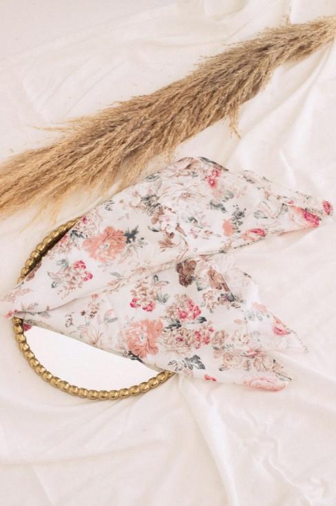 Платок белый с цветочным принтом