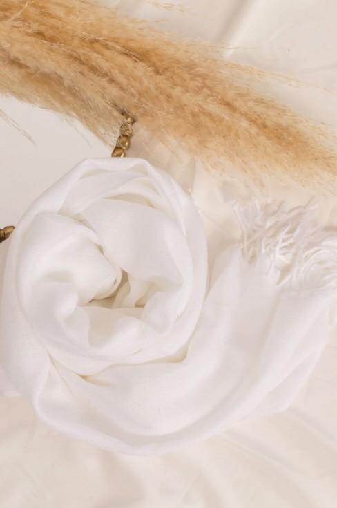 Белый палантин женский шерстяной