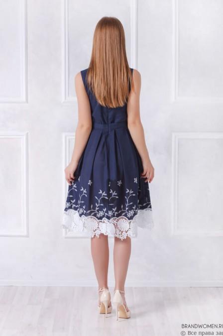 Платье-миди с кружевной отделкой